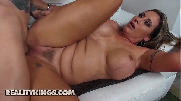 Bucetao peludo da dona de casa nua tomando ferro