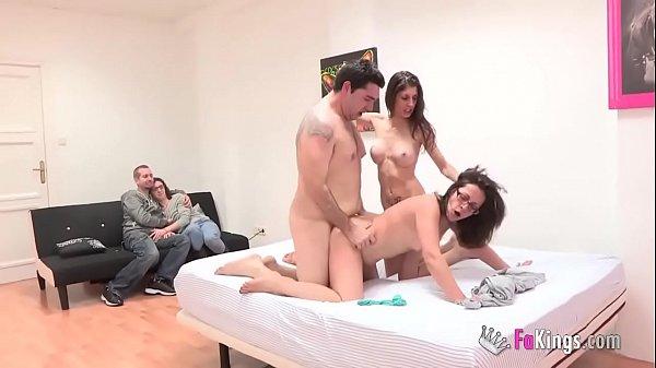 Nxxn casal pervertido assistindo pessoas transando