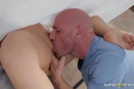 Porno boquete chupando a buceta da mulher do corno