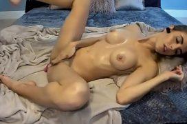 Sambapono masturbação gostosa de uma loira peituda
