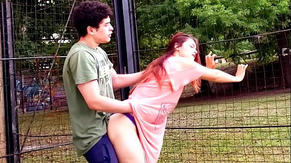 Sexo video porno fudendo a novinha em publico