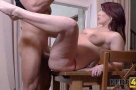 Sexo porno anal comendo a ruiva gulosa e safada