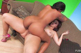 Duas lesbicas safadas fazendo sexo bem gostoso
