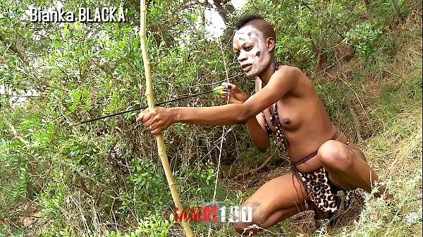 Porno africano com uma nativa bem safada e tesuda